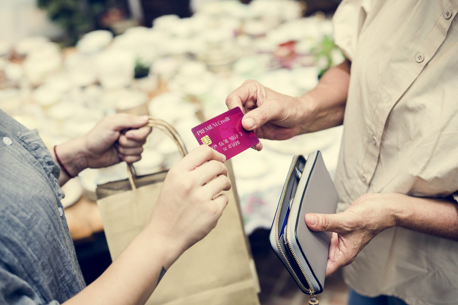 Why prepaid cards are better than gift cards